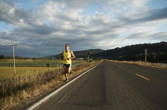 跑者分享在陌生地跑步感受 探索新路线最爱小城跑