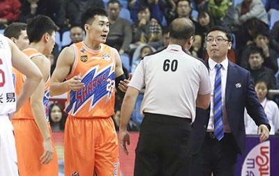 上海队主教练刘鹏赛后指责裁判被停赛两场