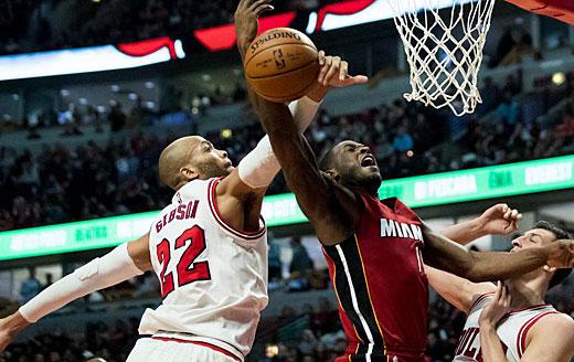 NBA常规赛:公牛主场不敌